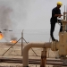النفط يهبط مع زيادة معروض أمريكا