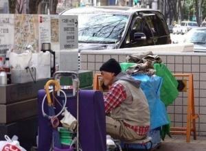 """عدد المشردين في اليابان يكشف """"عظمتها"""""""