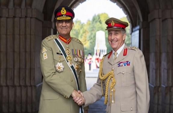 رئيس أركان الجيش الباكستاني يلتقي رئيس أركان الدفاع البريطاني