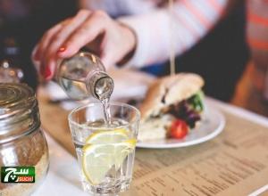 مشروب الماء بالليمون.. فوائد عظيمة لا تخطر على البال
