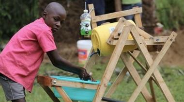طفل كيني يصنع آلة تحد من انتقال عدوى كورونا