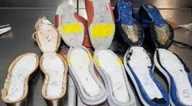الولايات المتحدة.. توقيف شابة حاولت تهريب كوكايين في أحذيتها