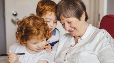 وجود الأحفاد يقلل من متوسط العمر المتوقع عند النساء